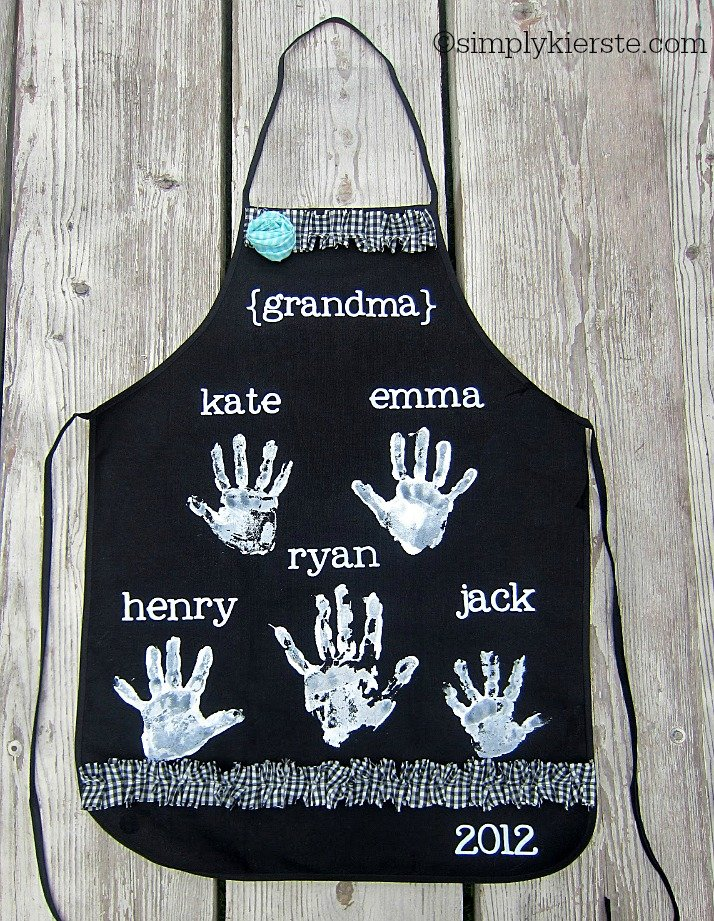 mother's day handprint aprons | oldsaltfarm.com