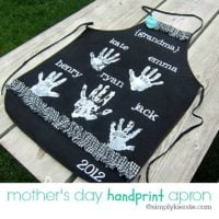 mother's day handprint apron | simplykierste.com