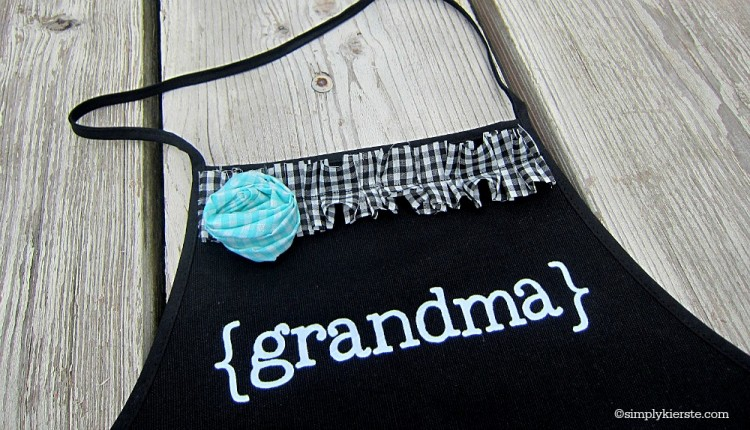 mother's day handprint apron | oldsaltfarm.com