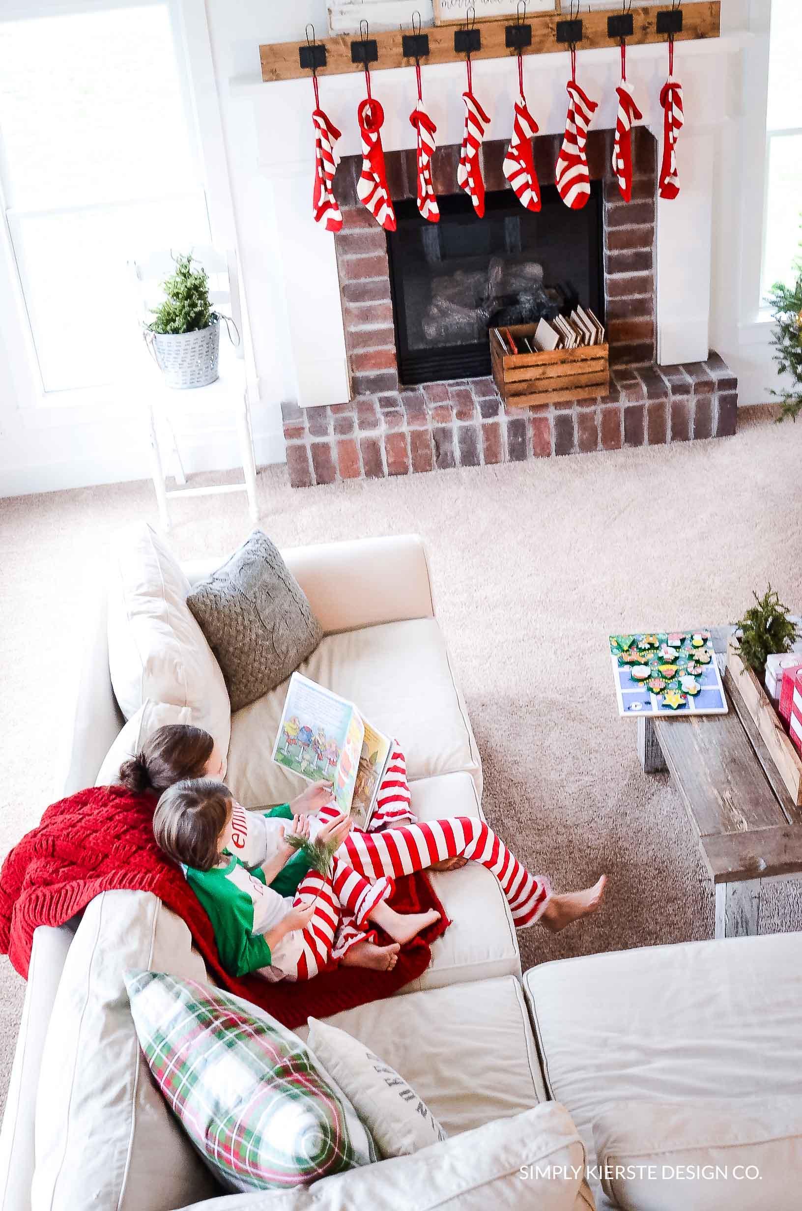 Christmas Book Advent   Favorite Christmas Books   simplykierste #favoritechristmasbooks #christmascountdown #bookadvent #christmasadvent