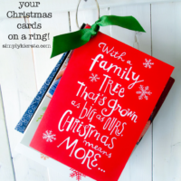 Easy organization: keep the Christmas cards you receive on a ring!