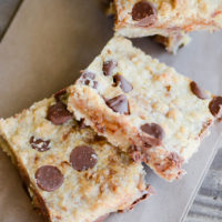 English Toffee Bars | oldsaltfarm.com #cookiebars #easydesserts #dessertbars #chocolatechips