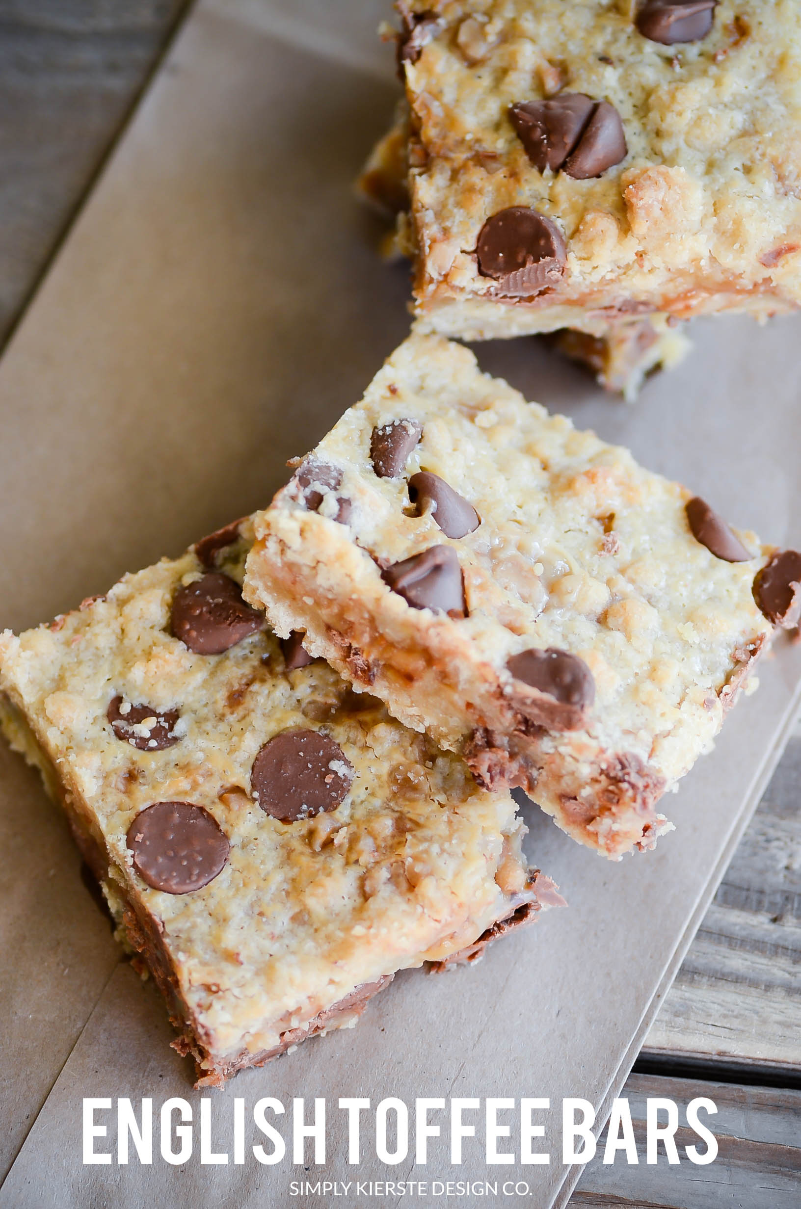 English Toffee Bars | simplykierste.com #cookiebars #easydesserts #dessertbars #chocolatechips