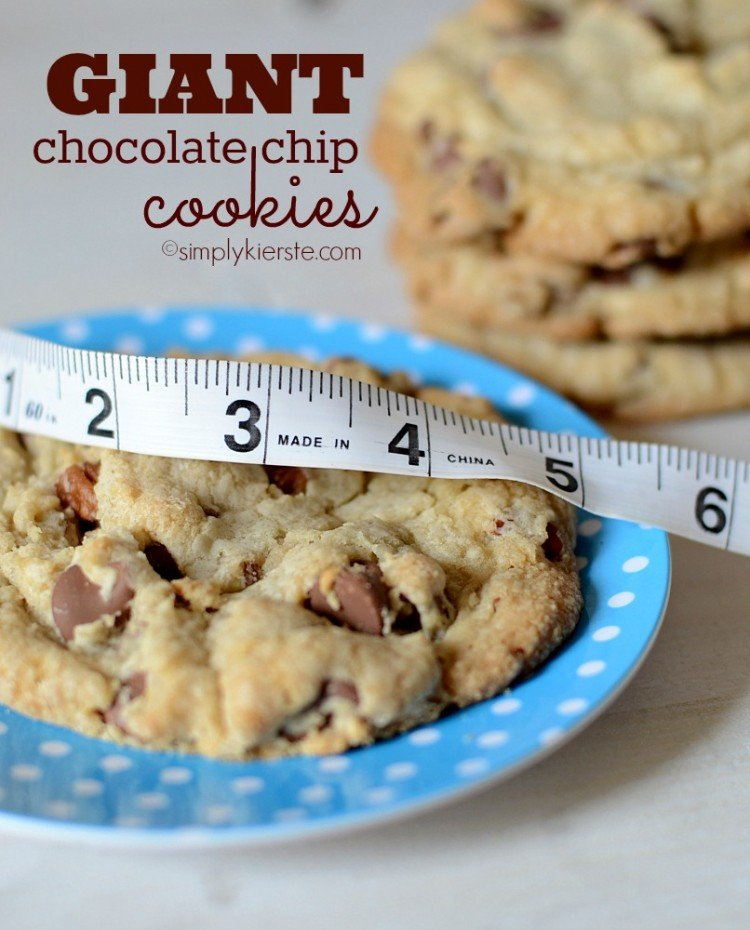 Giant Chocolate Chip Cookies | simplykierste.com