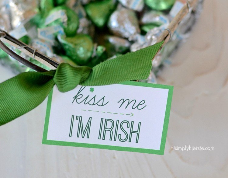Kiss Me I'm Irish | Free Printable | oldsaltfarm.com