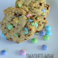 Smashed M&M Cookies | simplykierste.com