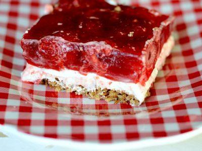 Raspberry Pretzel Bars | simplykierste.com