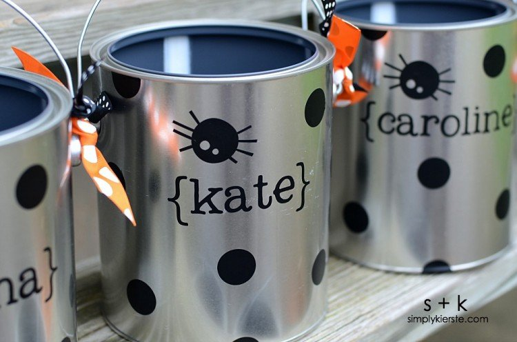 Paint Can Trick-or-Treat Buckets | simplykierste.com