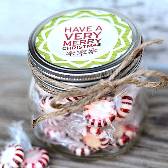 One of my favorite quick packaging items to have on hand is cute #cupcakeliners ! They're perfect on top of #masonjars and I can put it together in less than a minute. Perfect for last minute gifts! Details #ontheblog today. Link in profile. #simplykierste #Christmas #christmasgift #holidaygift #masonjargifts