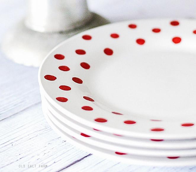Easy DIY Christmas Plates