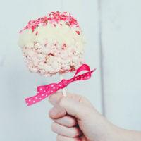 Valentine popcorn lollipops + free printable!
