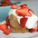 Strawberry Poundcake with Lemon Cream | simplykierste.com