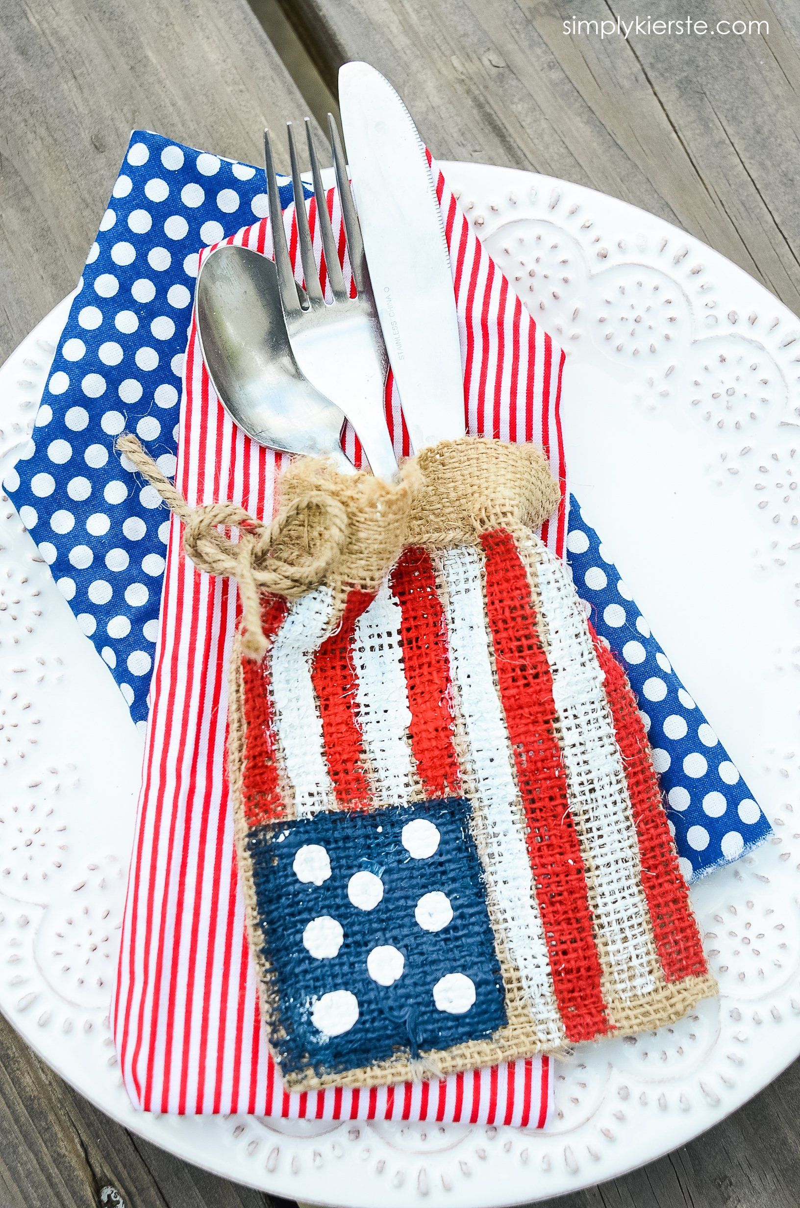 Burlap Flag Silverware Holder | 4th of July | simply kierste.com