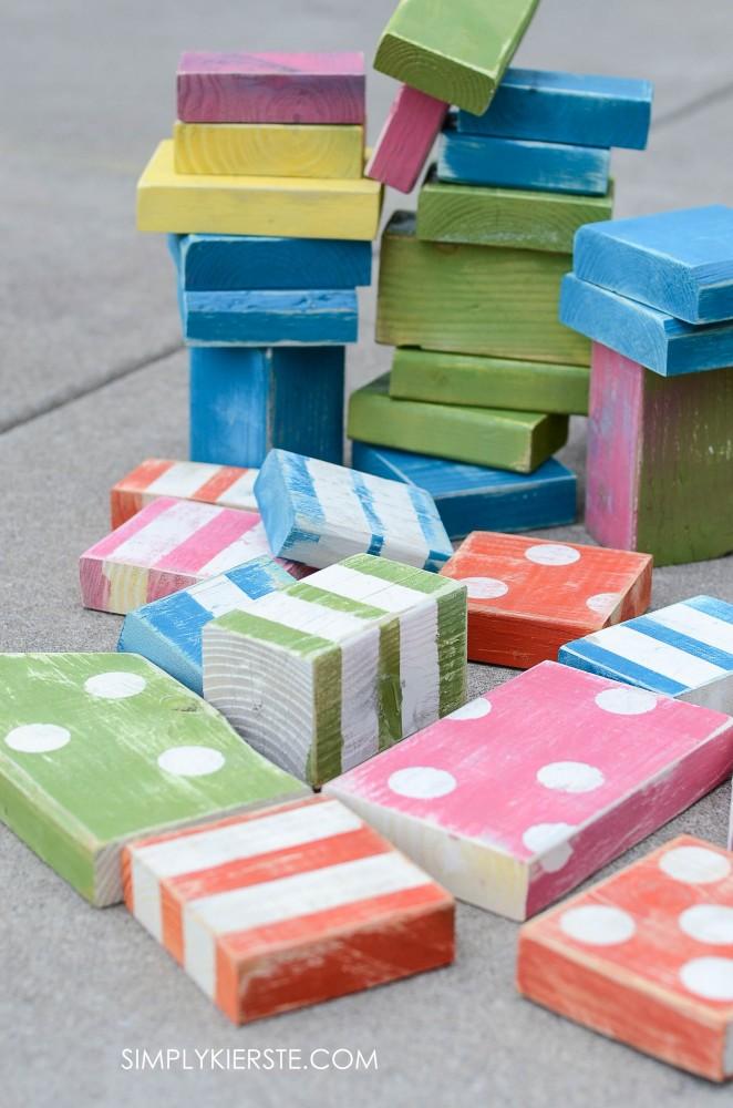 Cheap & easy DIY outdoor wooden blocks | simplykierste.com