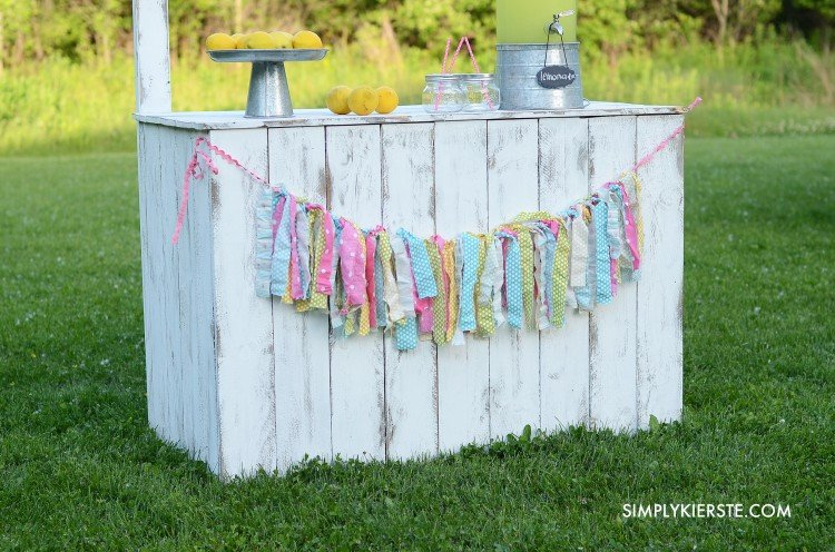 Vintage lemonade stand with reversible chalkboard sign | oldsaltfarm.com