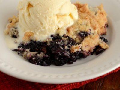 Blueberry Dump Cake | simplykierste.com
