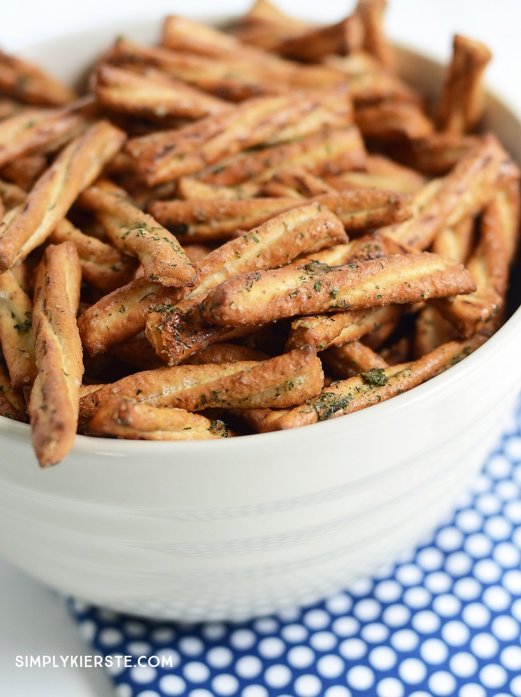 Easy seasoned glazed pretzels | simplykierste.com