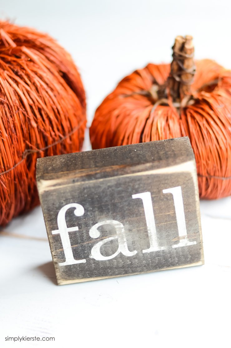 Farmhouse Style Fall Wood Signs | simplykierste.com