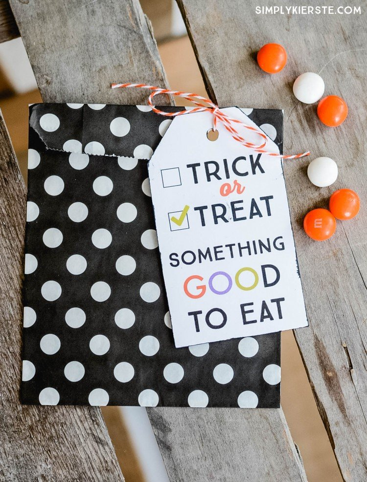 Trick-or-treat printable gift tags | oldsaltfarm.com