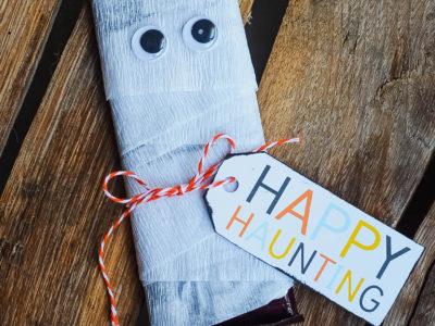 Candy Bar Mummy Gift Idea | simplykierste.com