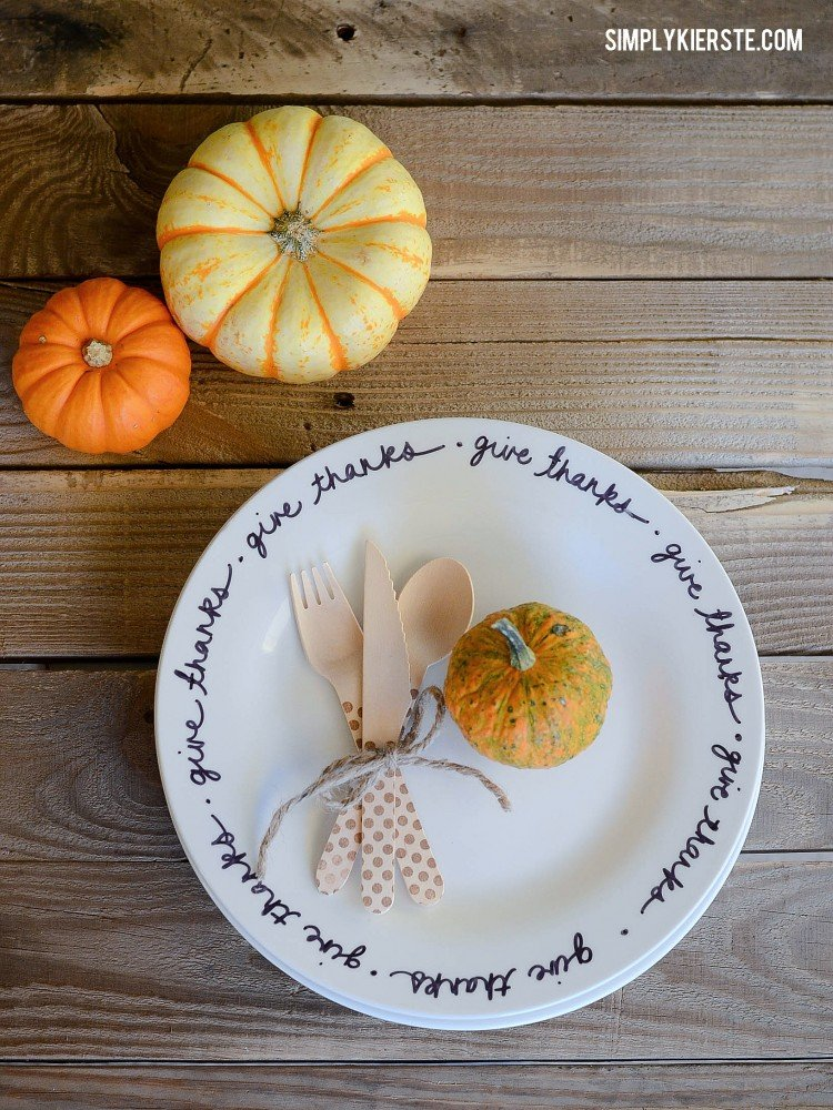 Easy DIY Thanksgiving Plates | simplykierste.com