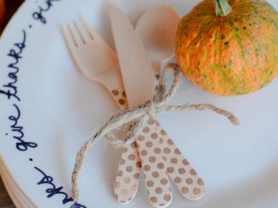 Easy DIY Thanksgiving Plates | simplykierste.com