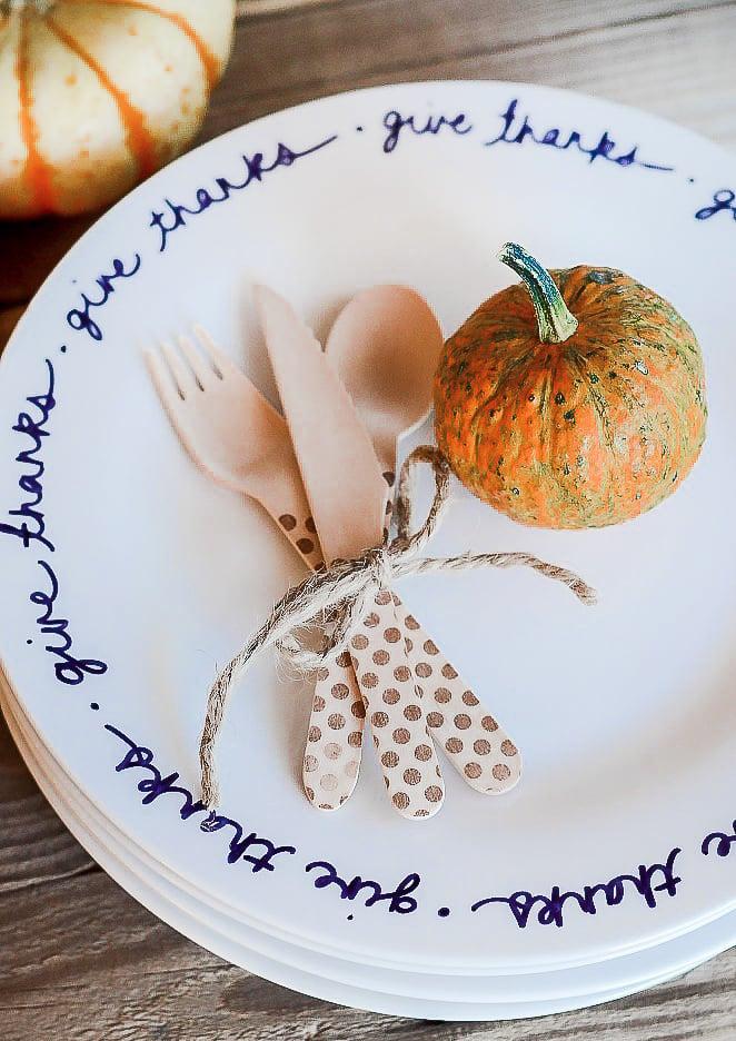 Easy DIY Thanksgiving Plates
