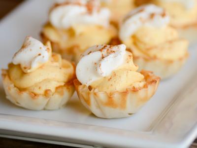 Impossibly Easy No-Bake Mini Pumpkin Cream Pies | simplykierste.com