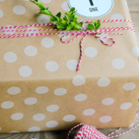 Gift Wrapping with Scotch Holiday Tape | simplykierste.com