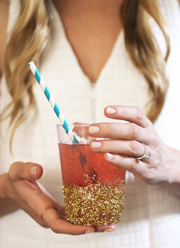 DIY Glitter-dipped cups | New Year's Eve | simplyikierste.com