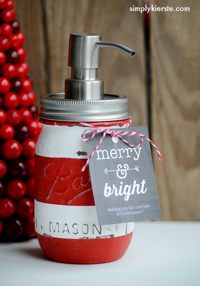 Christmas Mason Jar Soap Dispenser & Gift Jar | simplykierste.com