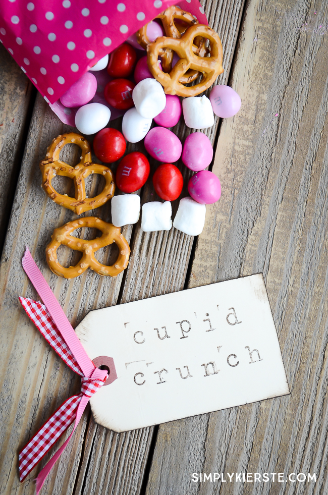 Cupid Crunch Trail Mix |Valentine's Day Snack| simplykierste.com