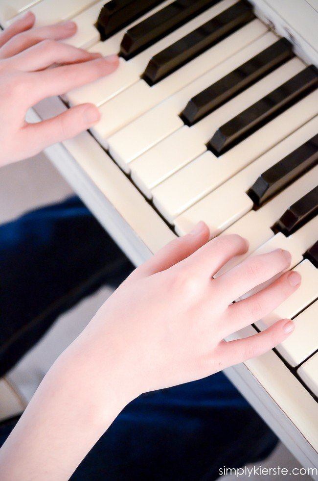 A guide on how you know if your child is ready for piano lessons | simplykierste.com