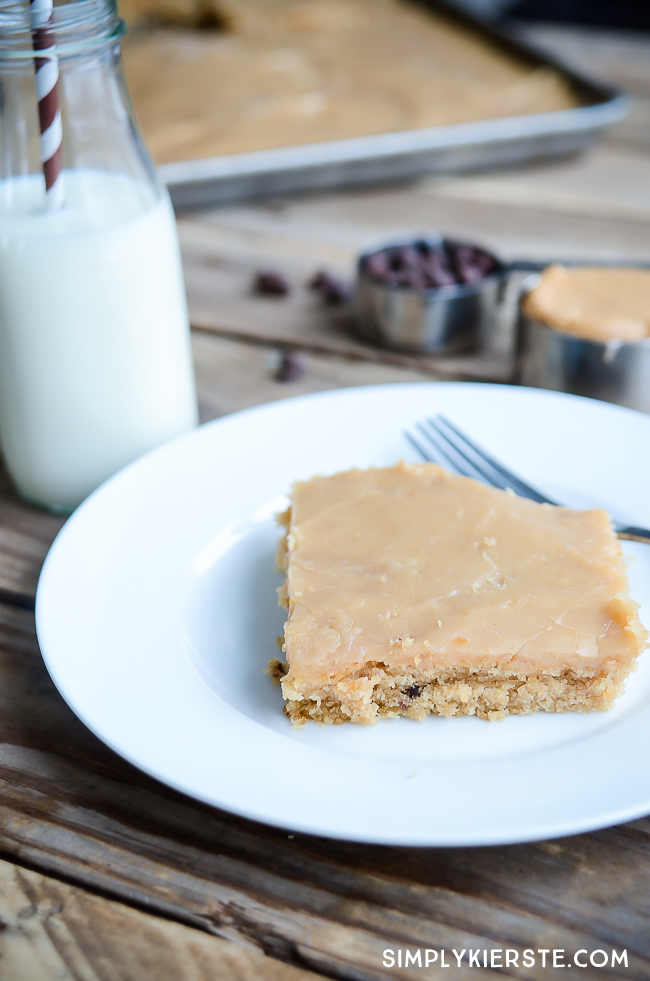 Peanut Butter Chocolate Chip Sheet Cake | simplykierste.com