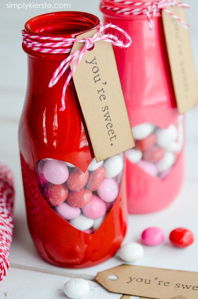 Peek-a-boo Valentine Treat Jar with free printable | oldsaltfarm.com