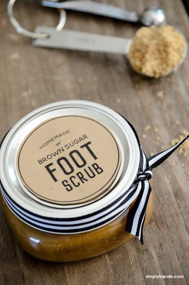 DIY Brown Sugar Foot Scrub Recipe | simplykierste.com