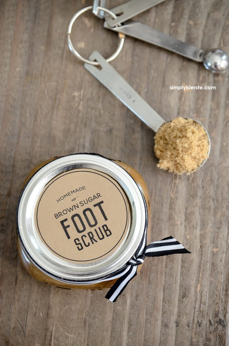 DIY Brown Sugar Foot Scrub Recipe | simplykierste.com