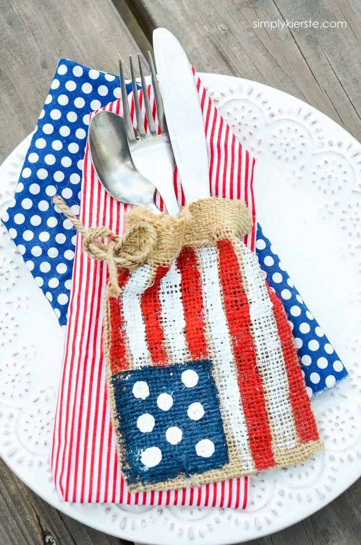 Burlap Flag Silverware Holder | simplykierste.com