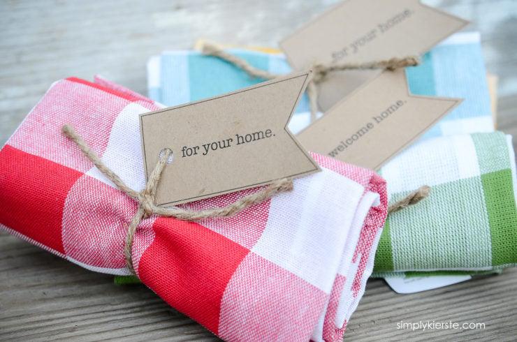 Easy & Adorable Dishtowel Gift Idea | Free Printable Tag | simplykierste.com