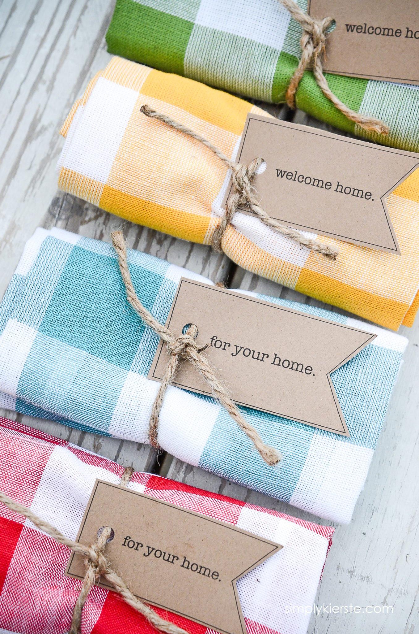 Easy & Adorable Dishtowel Gift Idea