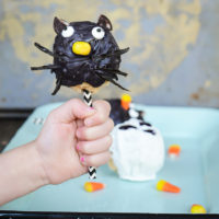 Rice Krispie Treats Halloween Pops | simply kierste.com
