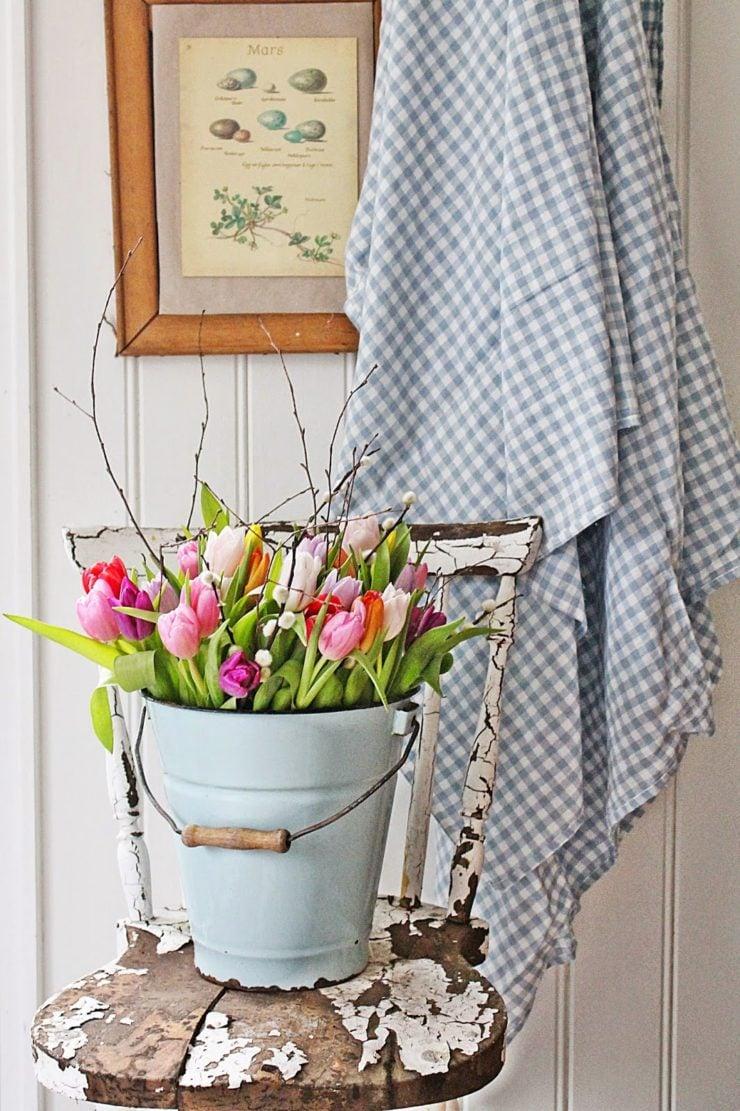 Tulips in a Pail | Spring Decor Ideas | oldsaltfarm.com