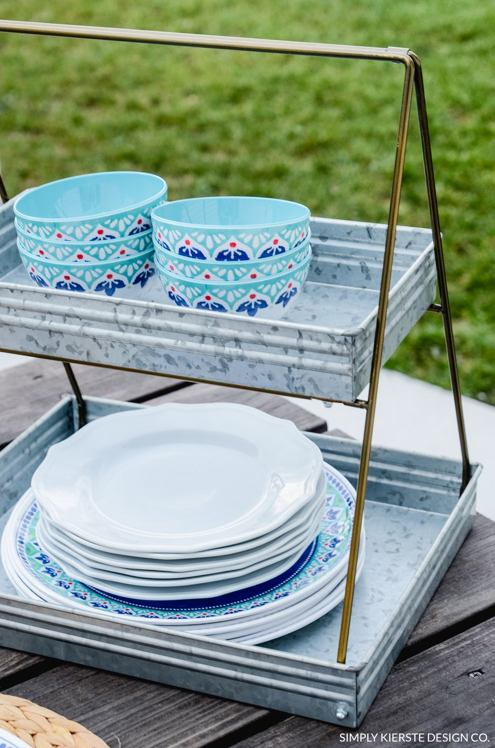 Farmhouse Summer Table | Favorite Galvanized Serving Pieces | simply kierste.com