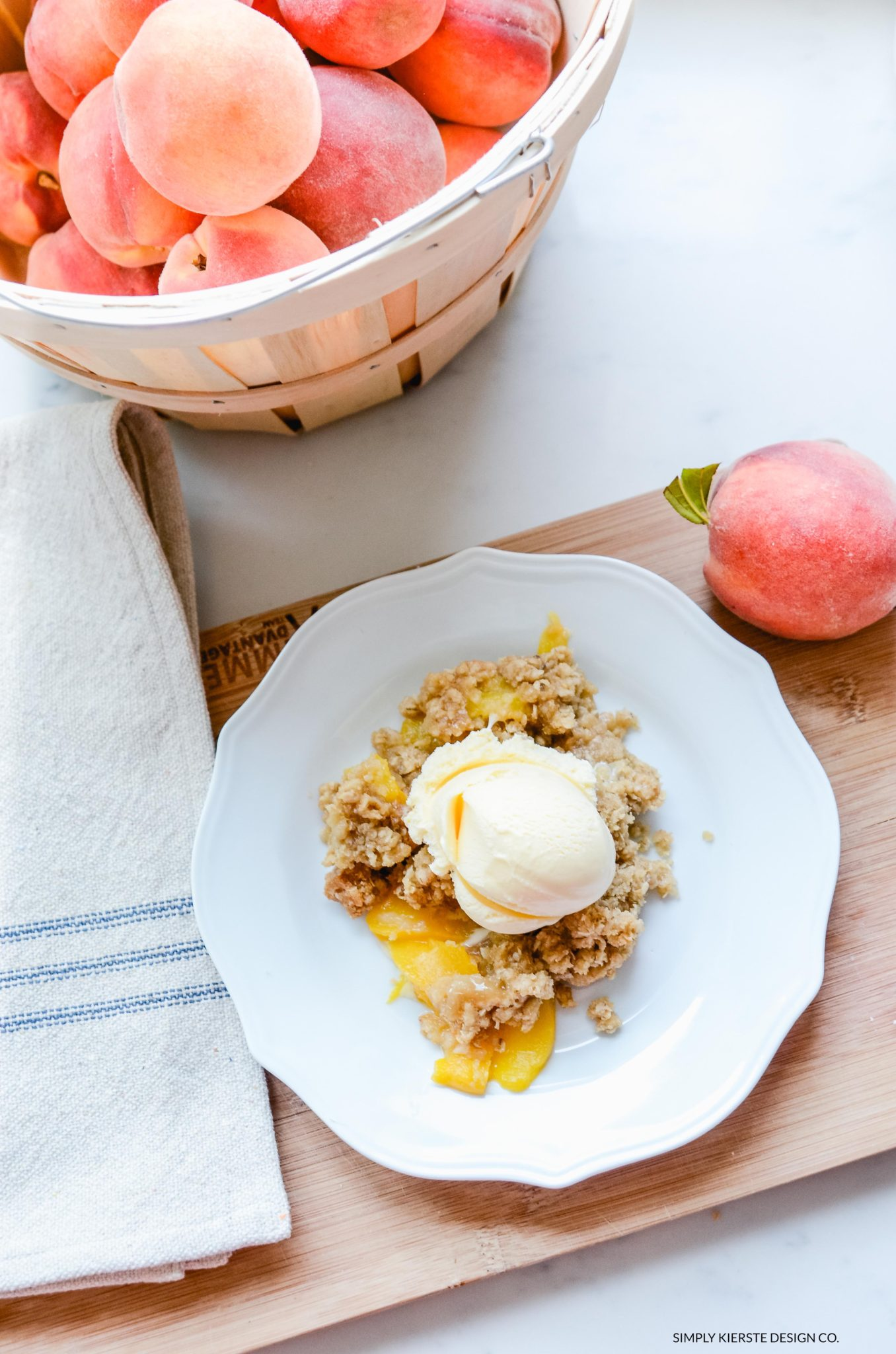 The BEST Peach Crisp recipe ever...quick, easy, and YUMMY! | simplykierste.com