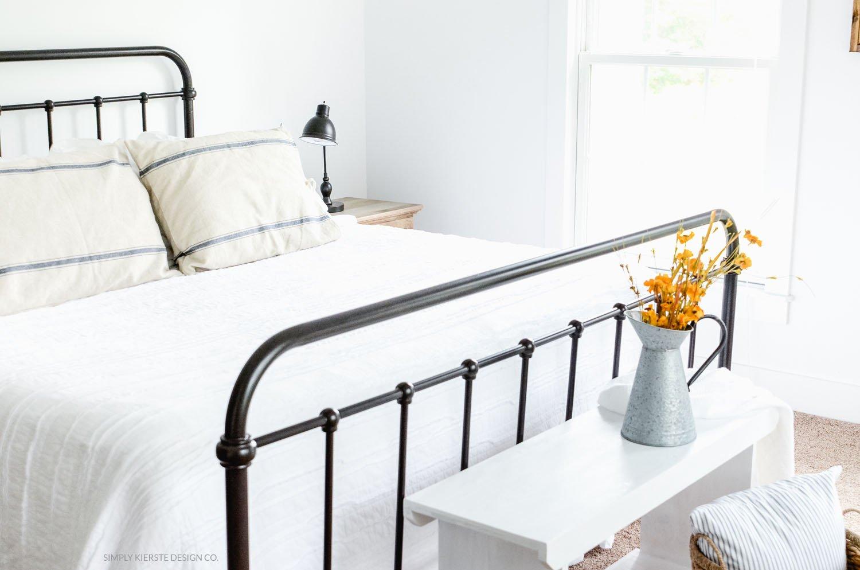 Farmhouse Bedroom Fall Decor | simplykierste.com