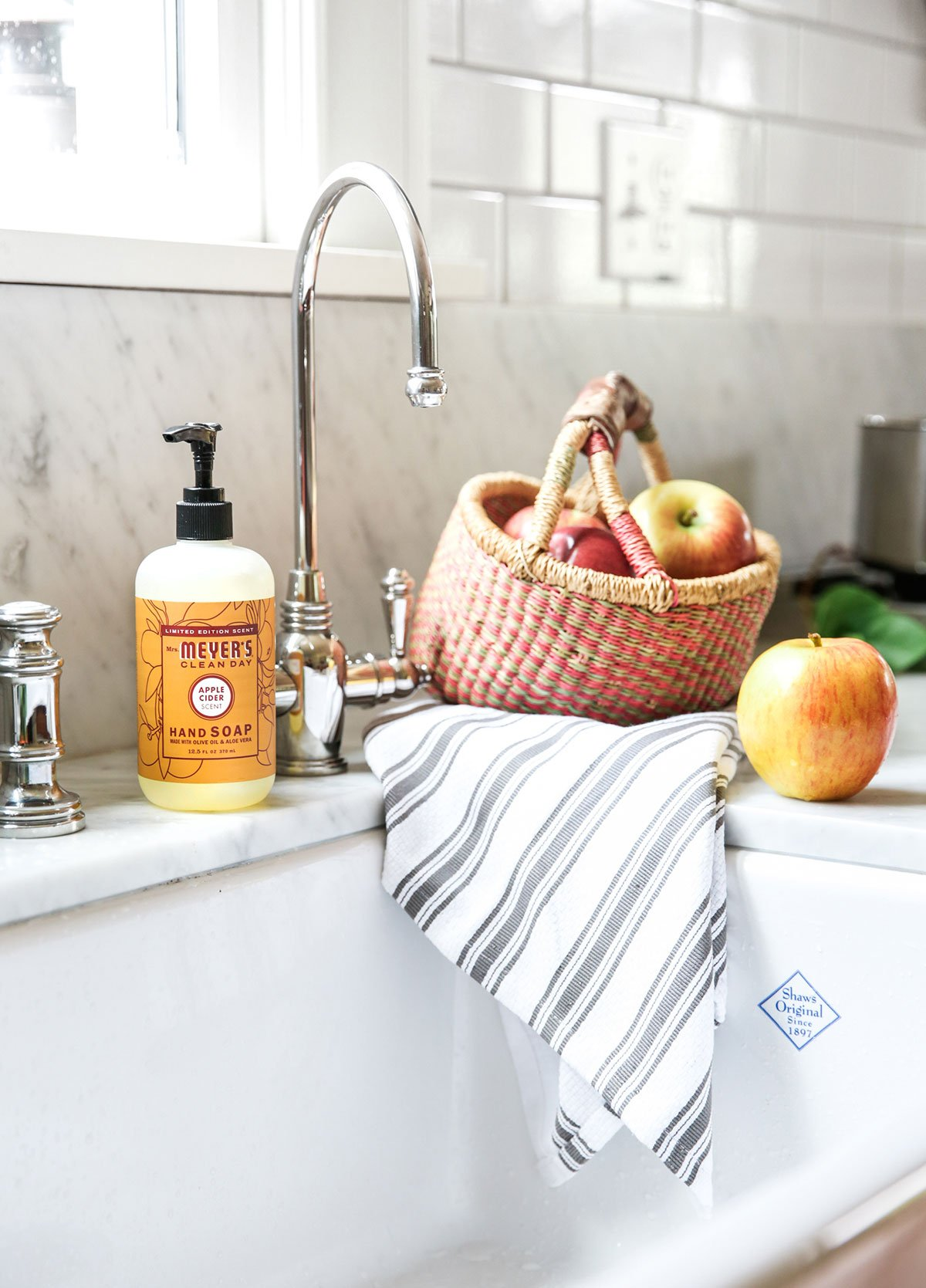 Get FREE Mrs. Meyer's Fall Scents | Apple Cider and Mum | simplykierste.com