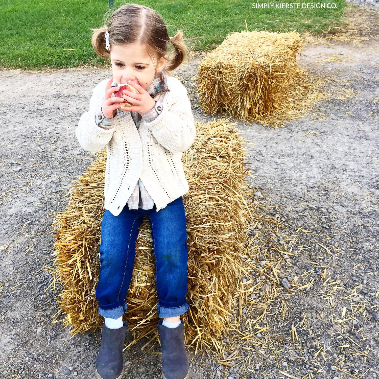 Apple Picking | Apple Farm | Fall Pumpkins | Fall Family Tradition | simplykierste.com