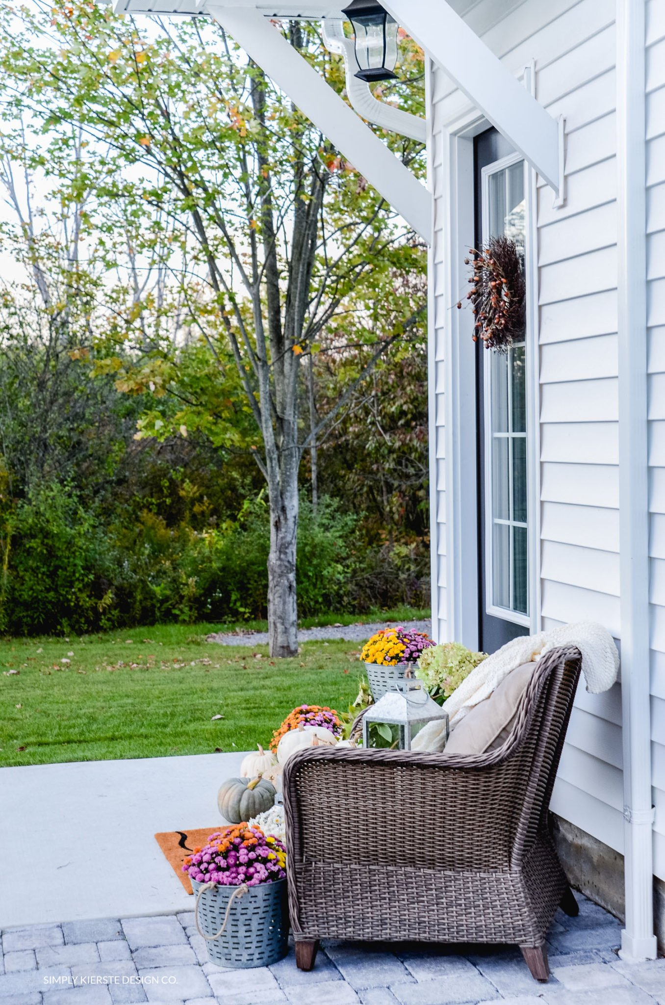 Simple Fall Porch | Better Homes & Gardens | Fall Porch Ideas | simplykierste.com
