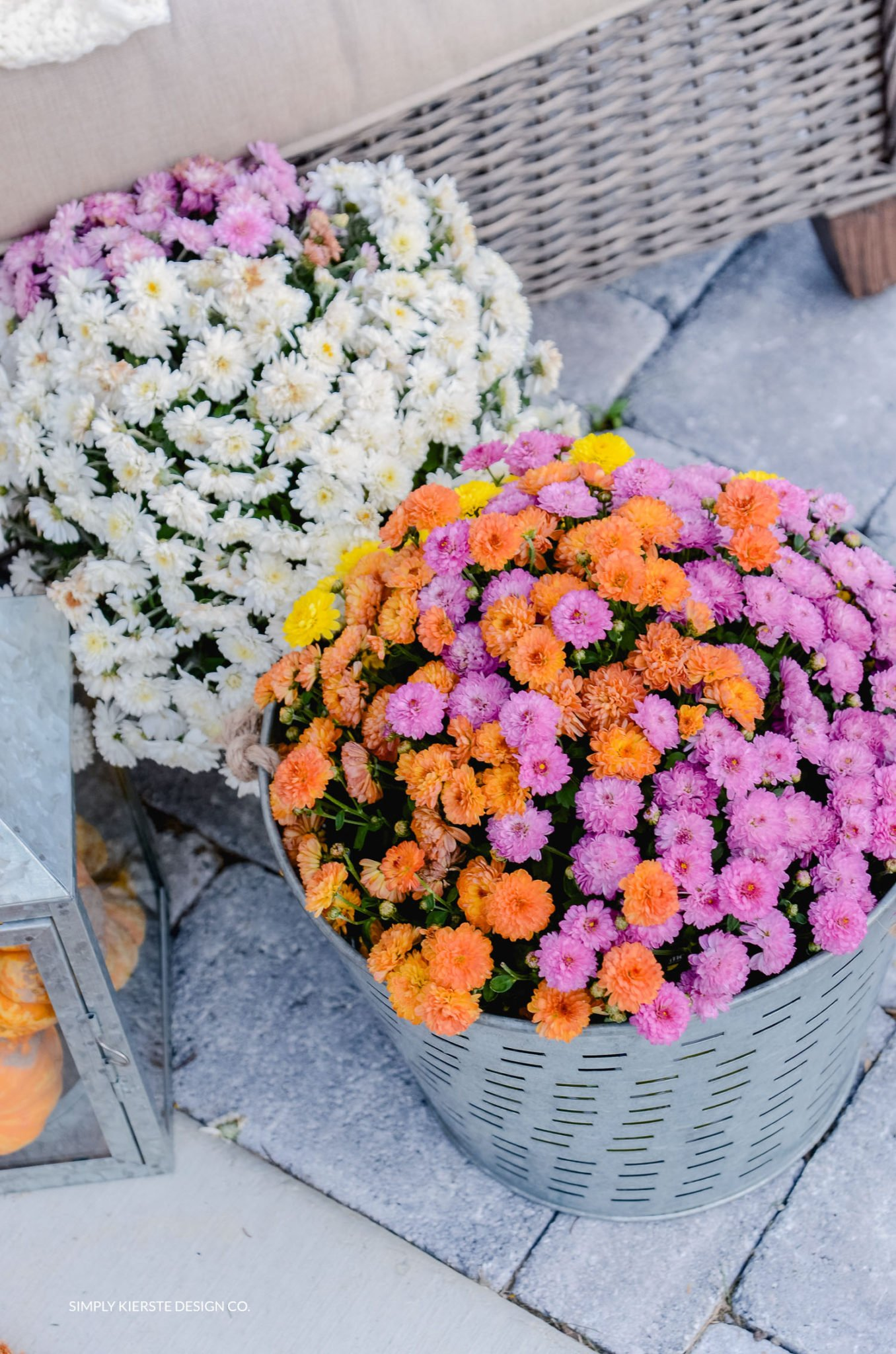 Simple Fall Porch | Better Homes & Gardens | Mums | oldsaltfarm.com