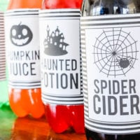 Halloween Soda Pop Labels | Free Printable | Easy Halloween Ideas | simplykierste.com #halloween #easyhalloweenideas #halloweenprintables #halloweenpartyideas